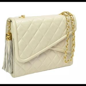 CHANEL Matelasse Quilted Ivory Leather Chain Bag